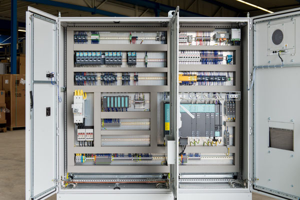 Steuerung für kombinierte Tiefbohr- und Fräsmaschine